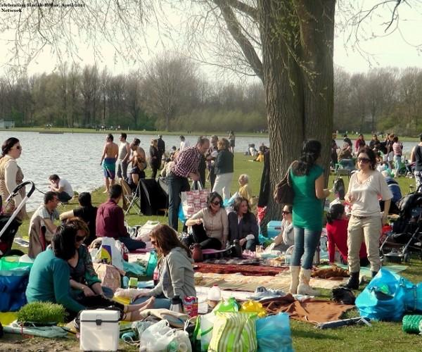 Iraniërs in Nederland vieren het Perzisch Natuurfeest. 2011, locatie onbekend